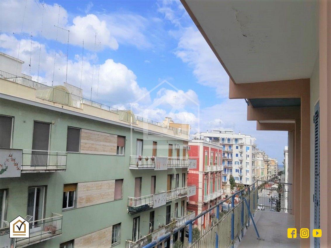 Appartamento 5 vani agenzia vistocasa molfetta for Case arredate in affitto molfetta